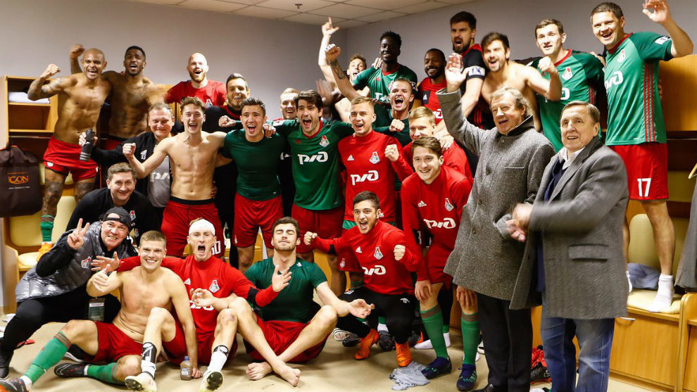 Los jugadores del Lokomotiv celebran su último triunfo.