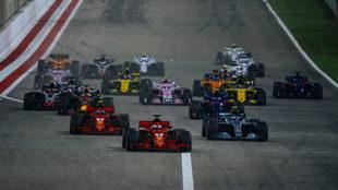 Vettel lidera el grupo en el GP de Bahréin.