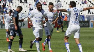 El Morro celebra su gol con sus compañeros.