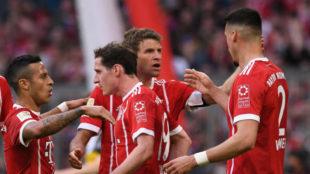 Thiago, Rudy, Müller y Wagner celebran un gol del Bayern.