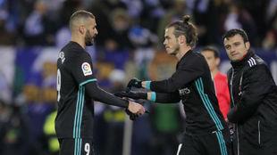 Bale entra al campo por Benzema.