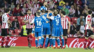 El Deportivo celebra uno de sus goles en San Mamés.