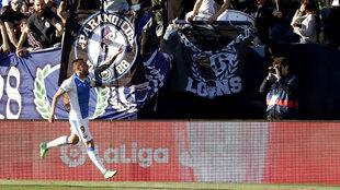 El delantero del CD Leganés, Miguel Ángel Guerrero, celebra el...