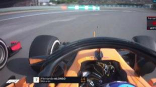 Fernando Alonso, en su adelantamiento a Vettel