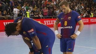El abatimiento de los jugadores del Barça se ha repetido en el...