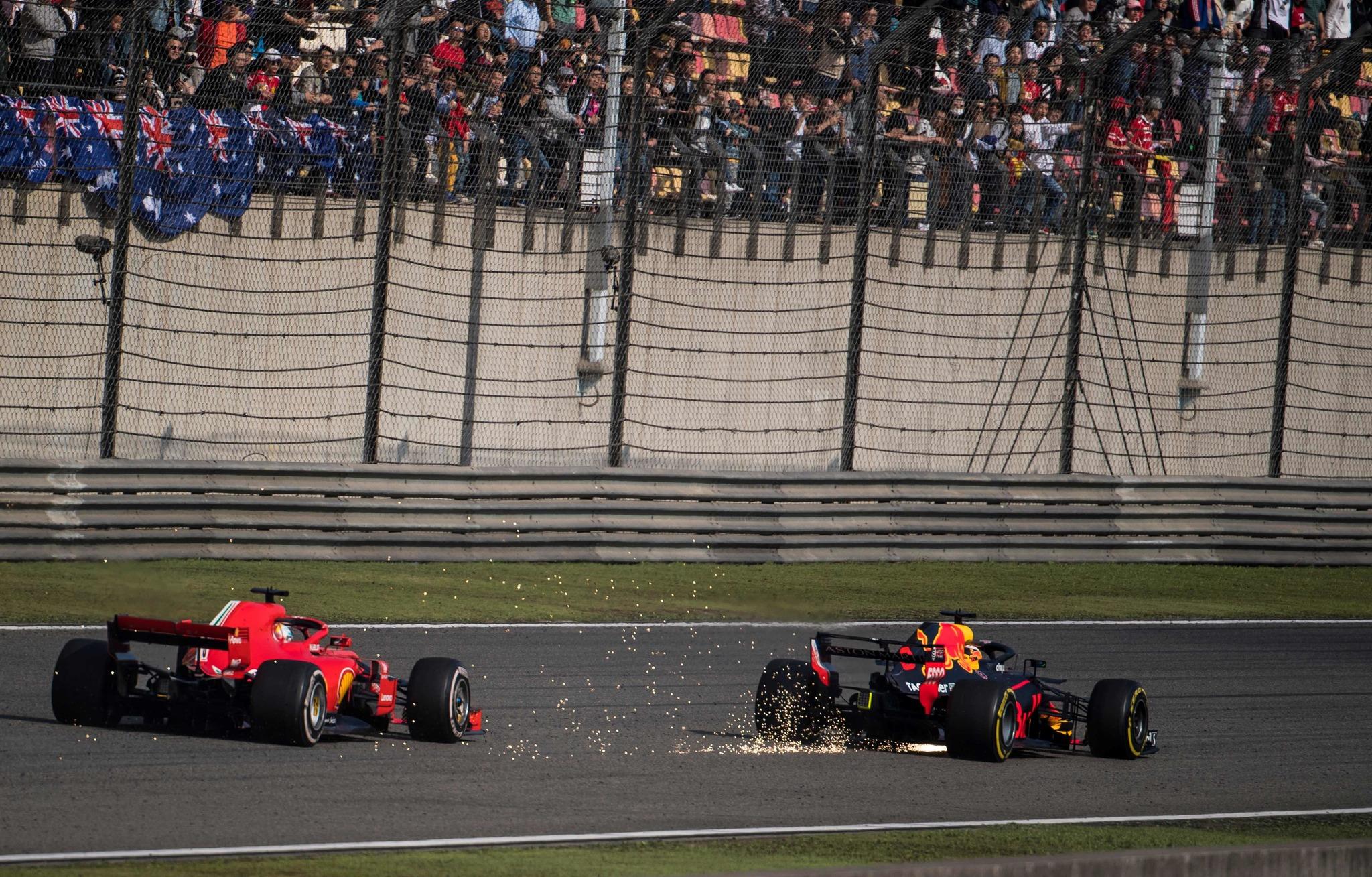 Daniel Ricciardo, en su adelantamiento a Sebastian Vettel