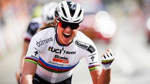Chantal Blaak, feliz tras conquistar la Amstel Gold Race.