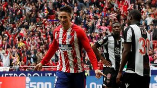 Fernando Torres celebra el tercer gol del partido.