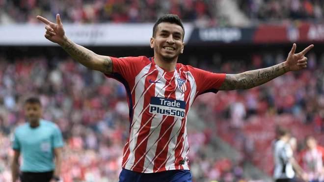 Correa abre los brazos para celebrar el tanto que marcó ante el...