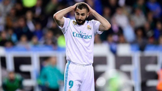 Benzema se lamenta tras una ocasión que falló ante el Málaga.