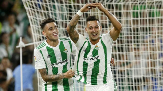 Sanabria celebra con Sergio León un gol del cordobés.