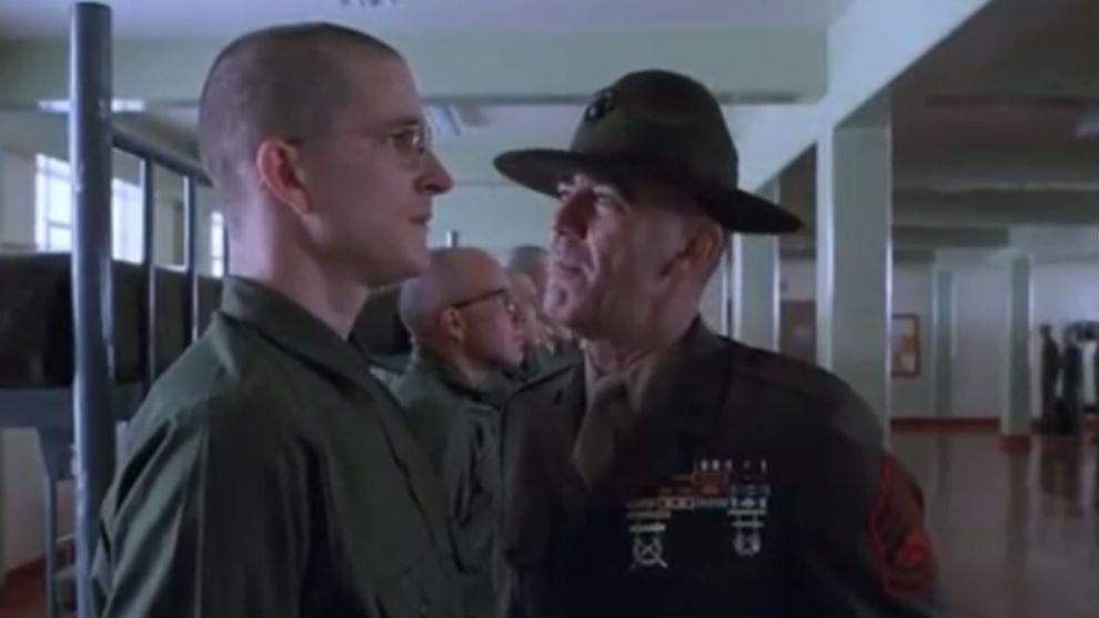 Ermey, como sargento Hartmann, en una escena de la película