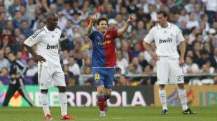 Messi celebra un gol en el Santiago Bernabéu en el Clásico del 2-6.