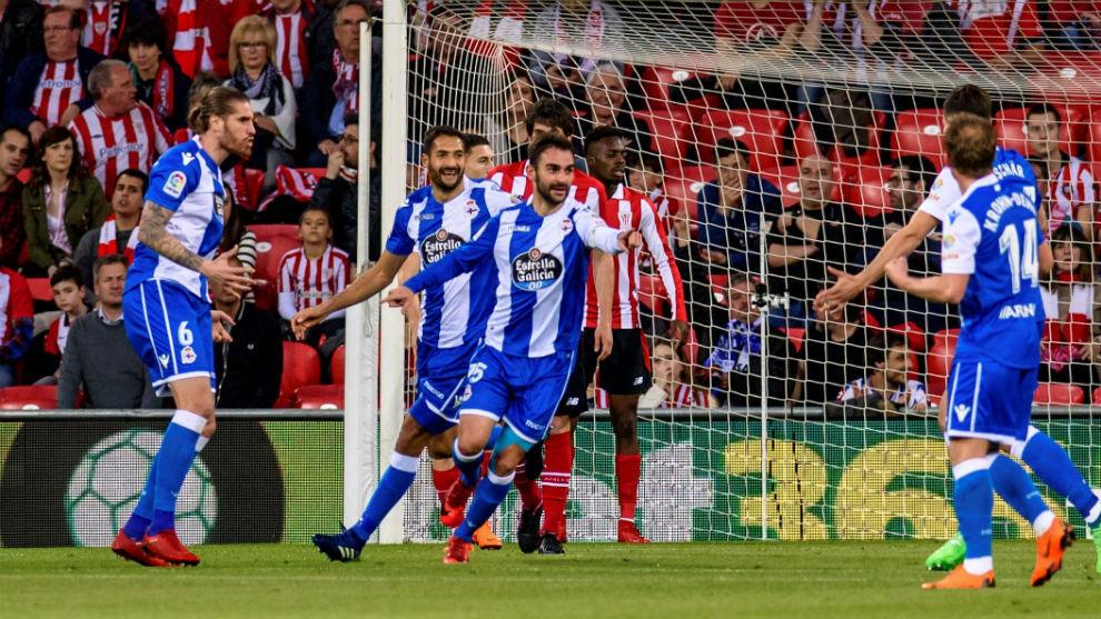 Adrián celebrando uno de sus goles
