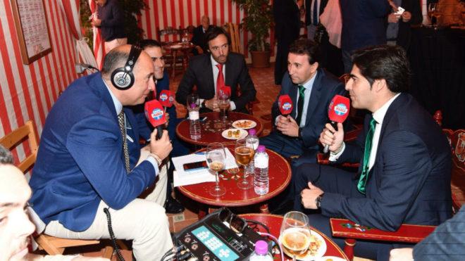 Haro y López Catalán, con los compañeros de Radio MARCA Sevilla.