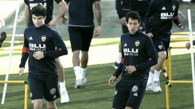 Carlos Soler y Parejo durante la sesión de trabajo en Paterna.
