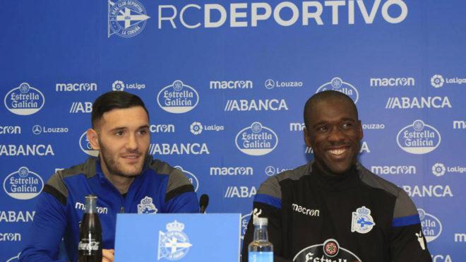 Lucas Pérez y Clarence Seedorf, durante la rueda de prensa de este...