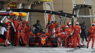 Kimi Raikkonen, en el momento de su pit stop en Bahréin
