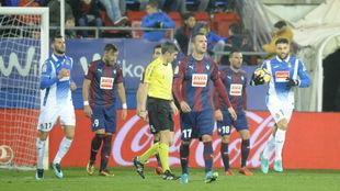 El Espanyol, tras marcar un gol al Eibar en la primera vuelta.