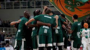 Los jugadores del Panathinaikos se concentran antes del partido