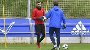 Moyá se entrena con la Real Sociedad.