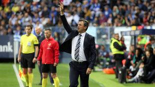 El técnico del Málaga, José González, durante el encuentro...