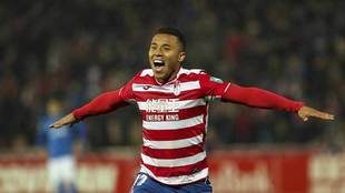 Machis celebra uno de sus 11 goles de esta temporada con el Granada