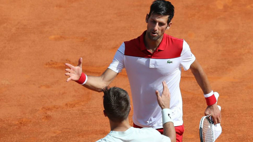 Djokovic saluda a Coric