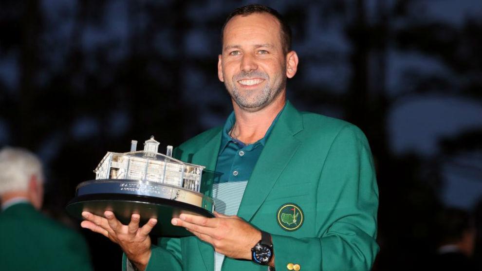 Sergio García, con la chaqueta verde y el trofeo de campeón del...
