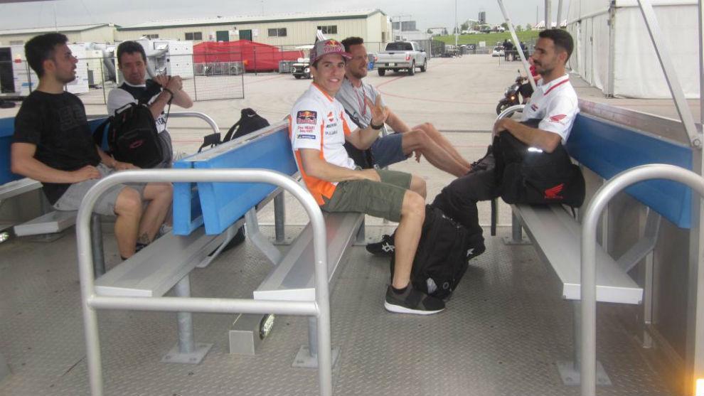 Márquez, con los miembros de su equipo en Austin