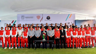 Foto del equipo con el gobernador de Aguascalientes.