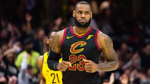 LeBron tras anotar ante los Pacers