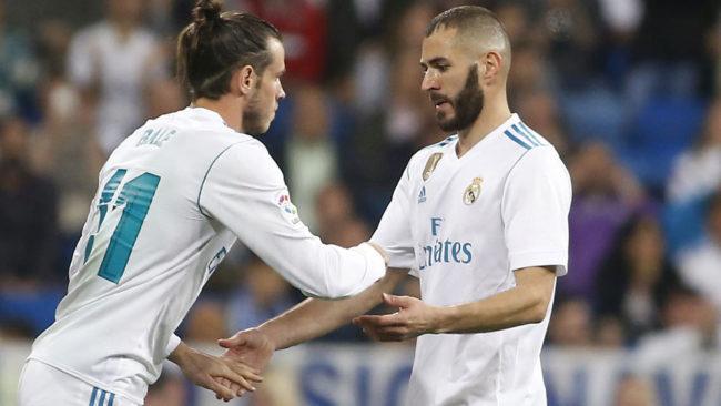 Bale sustituye a Benzema durante el partido contra el Athletic.