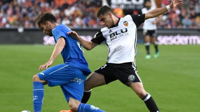 Pereira, durante el partido de LalIga ante el Getafe disputado en Mestalla.