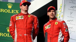 Kimi Raikkonen y Sebastian Vettel, en el podio del GP de Australia.