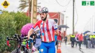 Jairo Ruiz, compitiendo con el Triatlón Atlético