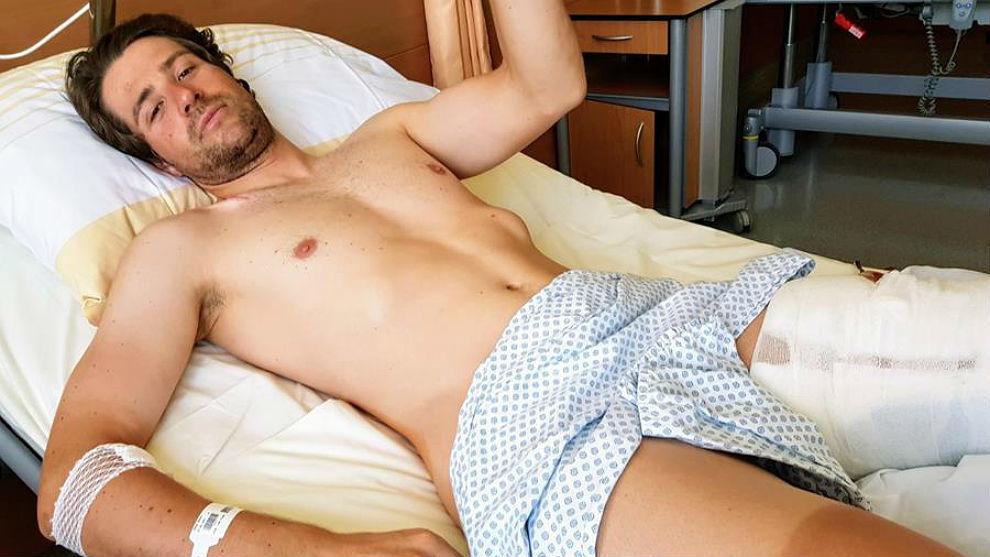 Marco Haller, en el hospital de Villach donde tratan sus lesiones...
