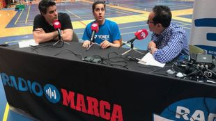 Carolina Marín junto a Vicente Ortega y José Rodríguez