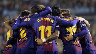 El Barcelona celebra un gol en Vigo.