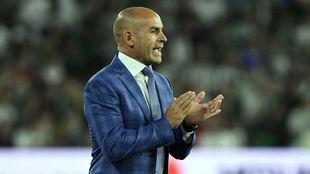 Paco aplaude a sus jugadores en el Villamarín.