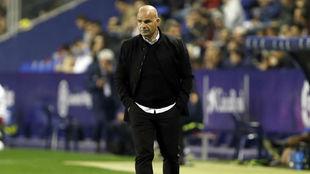 Paco López durante el partido ante el Málaga.