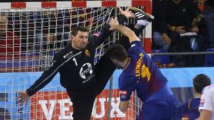 Sterbik ante Raúl Entrerríos en un partido de esta...