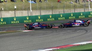 Pierre Gasly y Brendon Hartley, en el momento de su impacto en el GP...