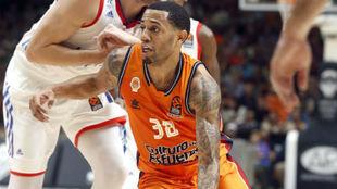 Erick Green jugando en la Euroliga con el Valencia Basket