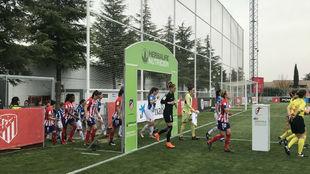 Jugadoras de Atlético de Madrid y Espanyol en la previa del partido.