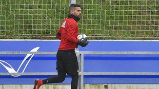 Moyá, en un entrenamiento de la Real Sociedad.