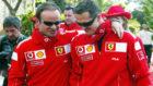 Ruben Barrichello y Michael Schumacher, en un evento de 2004 en...