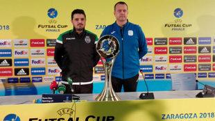 Nuno Dias y Jesús Velasco posan junto al torneo de la UEFA Futsal...