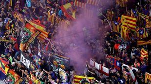 Parte de la afición del FC Barcelona en el Wanda Metropolitano.