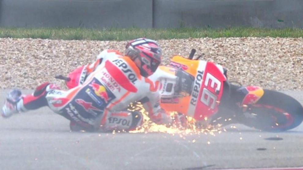 Márquez, en el suelo durante la Q2 en Austin